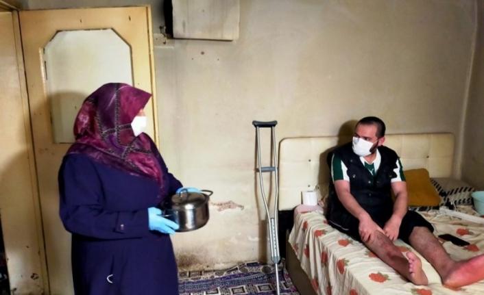 Bursa'da ailesi tarafından terk edilen engelli genç, bayramı buruk geçiriyor