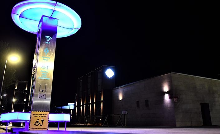 Engelli şarj istasyonu, ücretsiz internet ve cep telefonu şarj istasyonları kuruldu