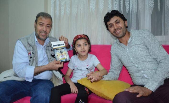 Esnaf baba,Engelli kızının yaşadıklarını konu alan kitap yazdı