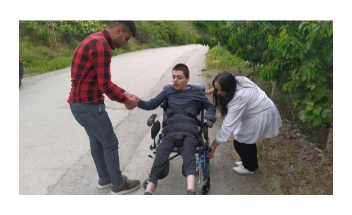 Gurbetçi vatandaştan engelli Yusuf'a tekerlekli sandalye