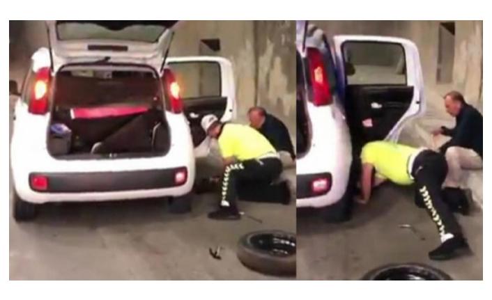 Engelli vatandaşın patlayan lastiğini polis değiştirdi