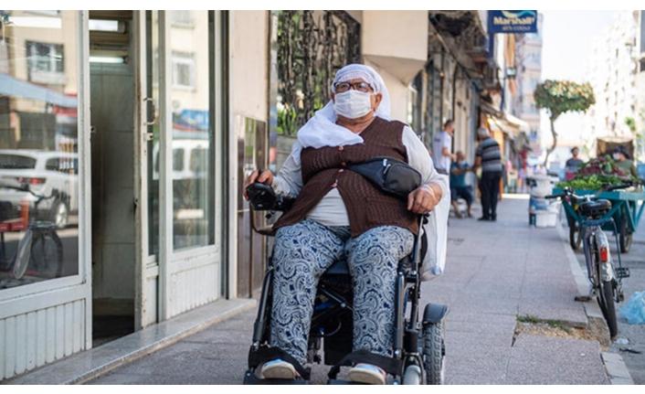 Yüzde 94 engelli kadının akülü tekerlekli sandalye sevinci