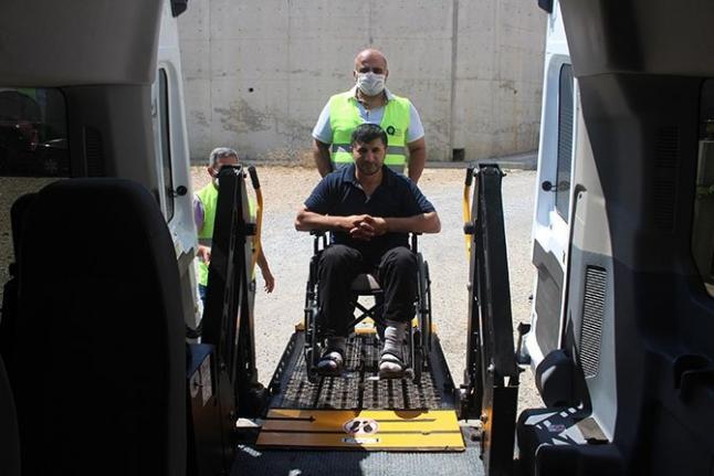 Engelsiz hizmet aracı engellilerin hizmetinde