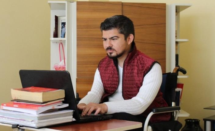 Yüzde 92 fiziksel engelli Kemal, 7'nci üniversitesini okuyor