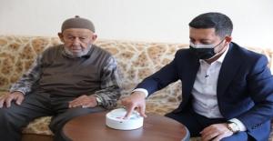 Yalnız yaşayan yaşlı ve engelli vatandaşlar için Acil Hayat Butonu