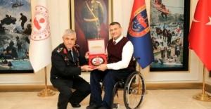 Gazi Jandarma Yüzbaşı Bahar azmiyle profesör oldu, Erdoğan'dan ödül aldı
