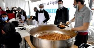 Osmangazi'de günlük 2 bin 500 kişiye sıcak iftar yemeği